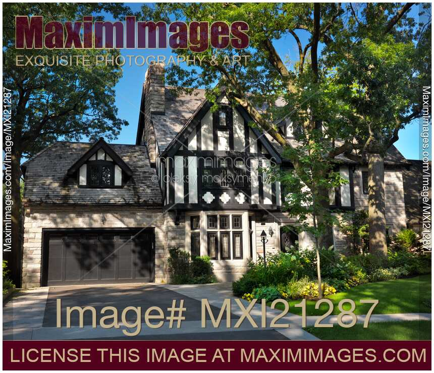 Stock photo large family house maximimages for Big family house